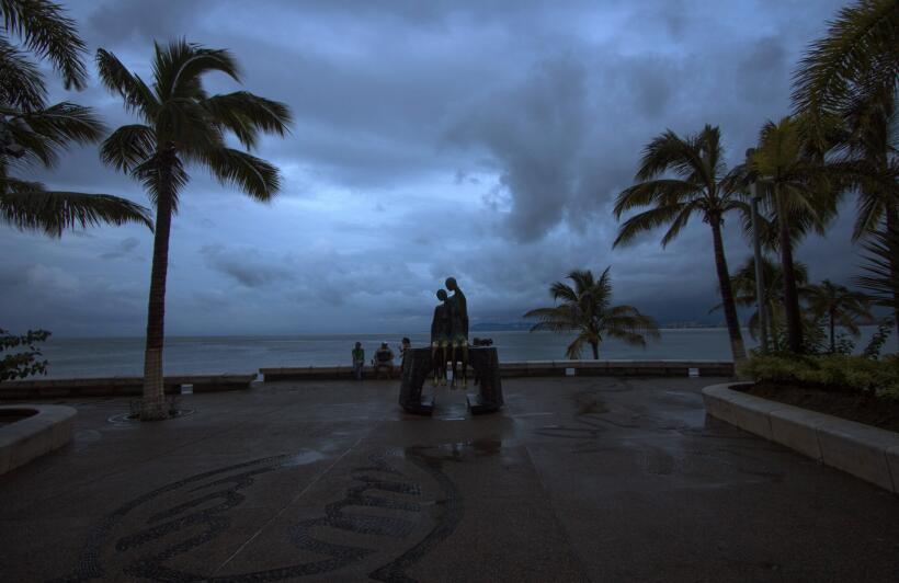 Así amanecía Puerto Vallarta este sábado tras el paso de Patricia.