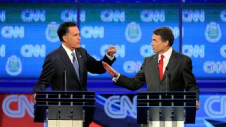 Perry y Romney pelean sobre inmigración en Nevada