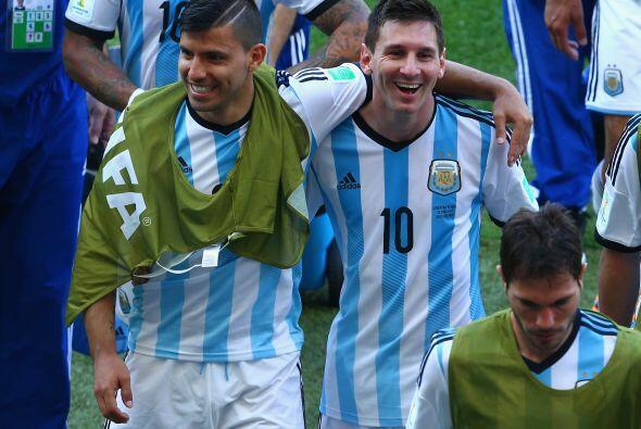 3.- Sergio Aguero no se ha sabido asociar con Messi. El gran amigo de L&...