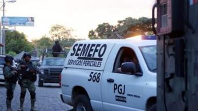 Doce cadáveres baleados fueron localizados dentro de una camioneta en el...
