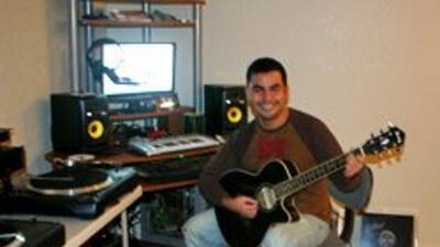 Osvaldo Corral es un apasionado de la música e incluso tiene un estudio...
