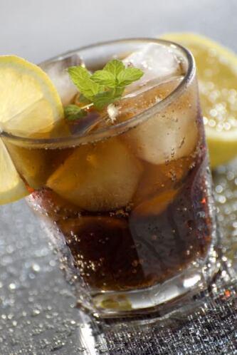 El Piscola es un popular cóctel chileno libre a base de pisco y bebida c...