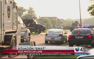 Equipo especial 'SWAT' es llamado a una casa. Autoridades investigan bal...