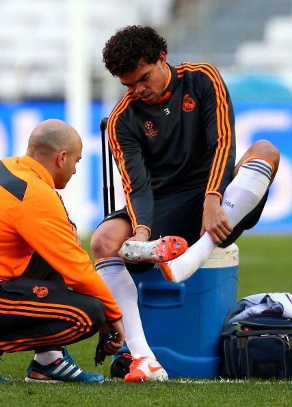 Pepe, aun con molestias se cambió el vendaje varias veces.