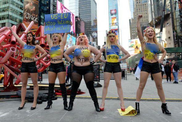 Varias mujeres activistas del grupo FEMEN de Ucrania llegaron a Times Sq...