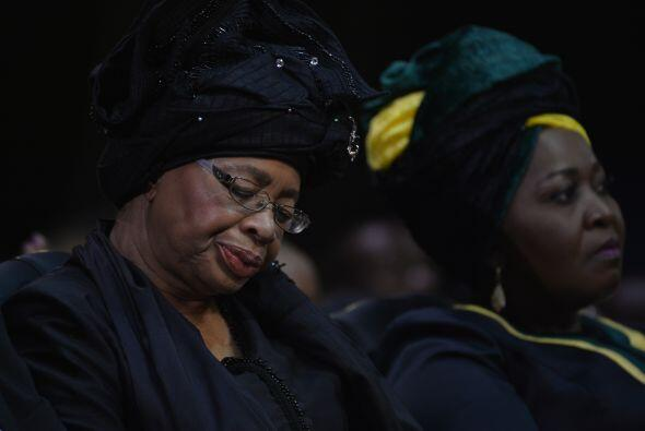 Y a este homenaje final, no podía faltar, Graca Machel, la viuda...