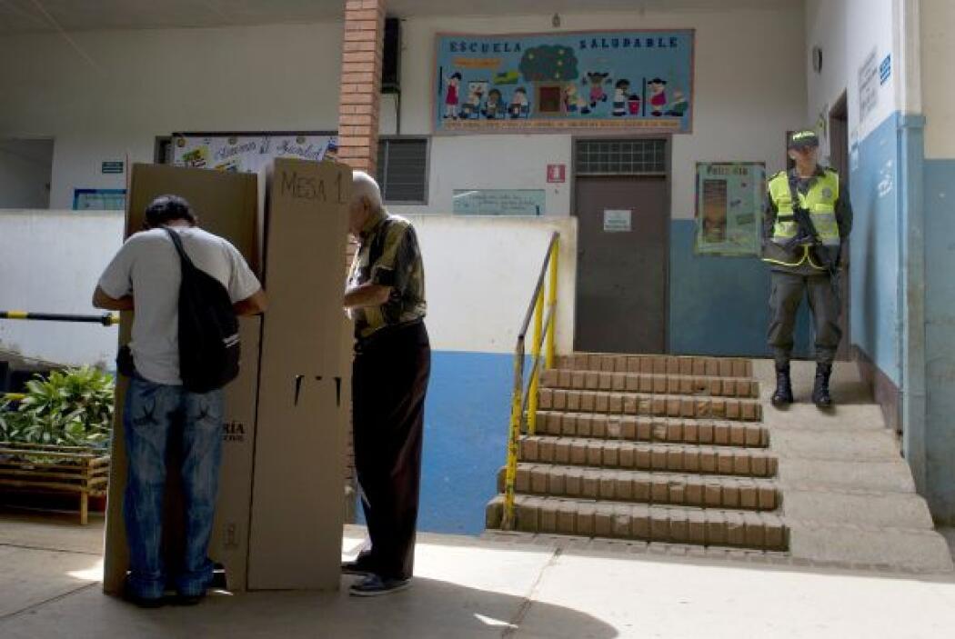 Los ciudadanos escogieron entre cinco candidatos del más amplio espectro...