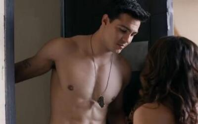 Meet Ray Díaz, the new and sexy Latin actor who stars in Hulu's 'East Lo...