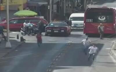 Persecución de película en México para atrapar a dos ladrones que asalta...