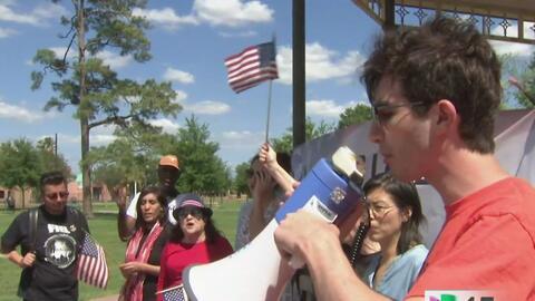 Activistas en Houston alzan su voz para que el Obamacare se mantenga sin...