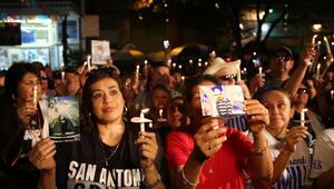 Cientos de velas se prendieron en honor a Emilio Navaira.