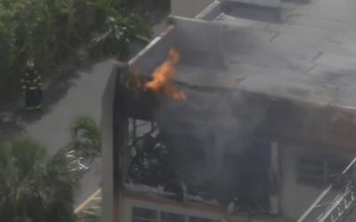 Angustioso rescate de una mujer embarazada atrapada en un incendio en La...