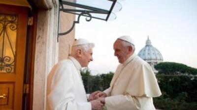 El papa Francisco es argentino mientras que Benedicto XVI es alemán, jus...