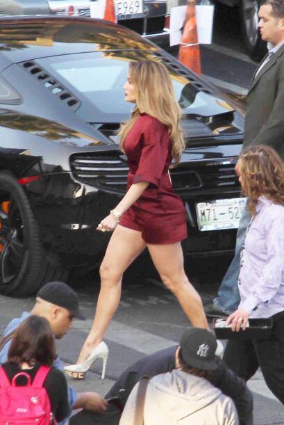 Jennifer Lopez le saca provechó a sus curvas para lucir súper sensual en...