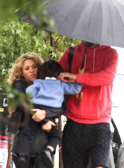 Shakira lleva a Milan al cole