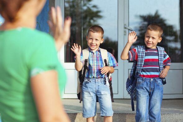 5. Los chicos pasan muchas horas en la escuela, por lo que es fundamenta...