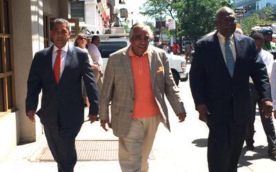 Desde la izquierda, Espaillat, Rangel y Wright, camino a la conferencia.