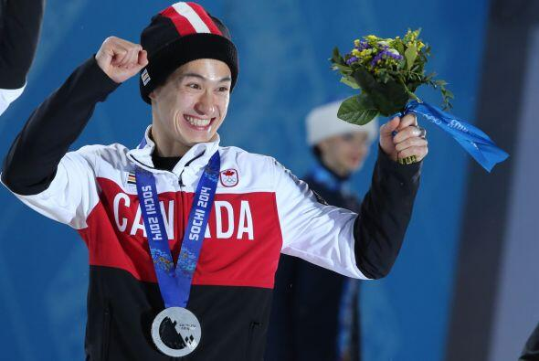 Patrick Chan, miembro del equipo canadiense de patinaje artístico, demue...