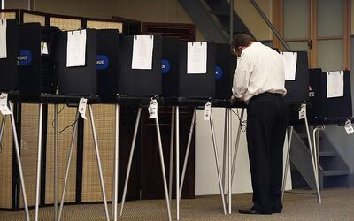 Personas votando durante las primarias en Florida.