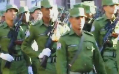"""Soldados del ejército castrista a Obama: """"Vamos a hacerte un sombrero co..."""