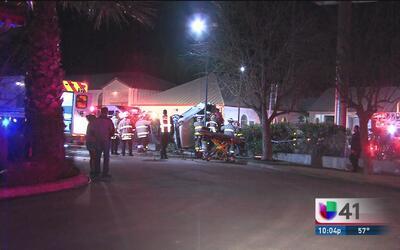 Un hombre pierde la vida al impactar su auto con una cerca en San Antonio