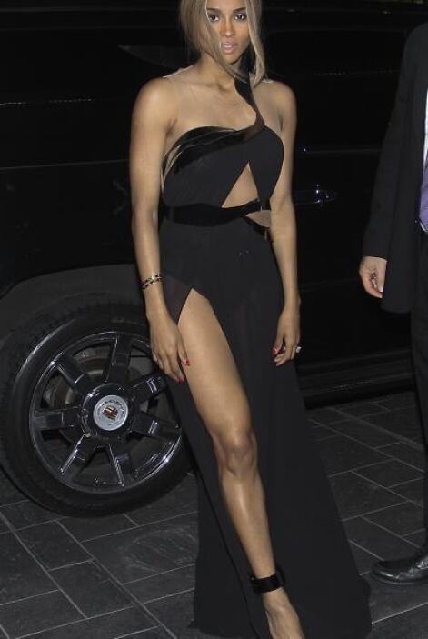 La cantante Ciara mostró su diamante de 15 quilates y piernas de acero d...