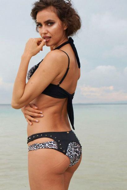 Tal es el caso de la reconocida firma de bikinis Beach Bunny. Irina pos&...