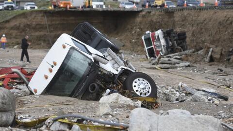 Varios vehículos accidentados por las fuertes lluvias en Cajon Pass, Cal...