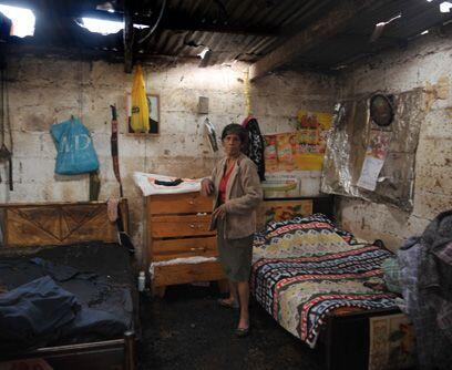 Contando estrellas. Los daños en las casas pobres de Ciudad de Guatemala...