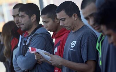 Con mensajes en muros rechazan que inmigrantes rumbo a EEUU se queden en...