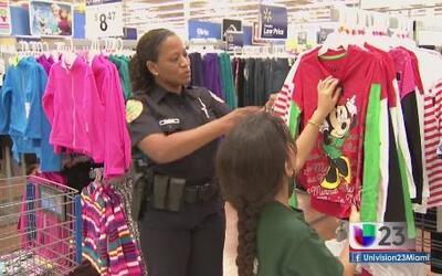 Policías dan ejemplo de generosidad esta navidad