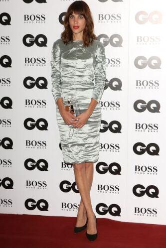 Alexa Chung brilló como nunca, la famosa se decantó por un vestido metál...