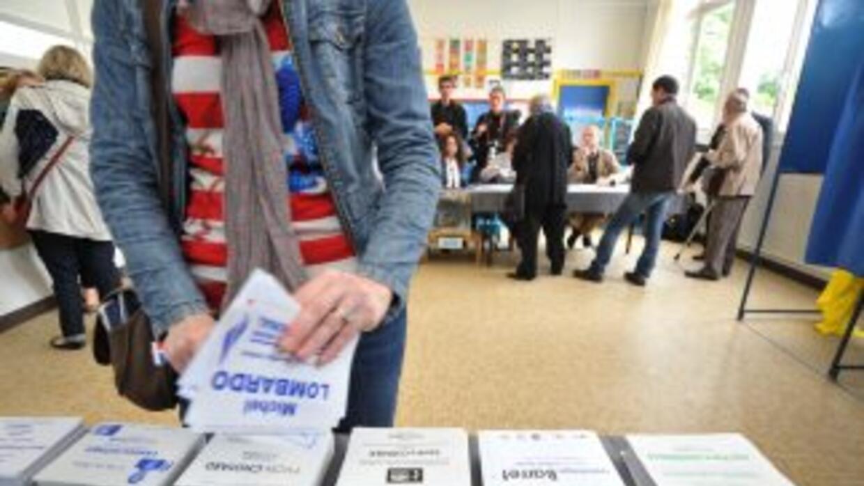 Los colegios electorales franceses cerraron el domingo las votaciones de...