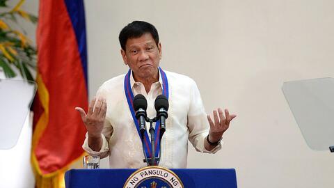 Rodrigo Duterte en una ceremonia de la policía de Filipinas el 1...
