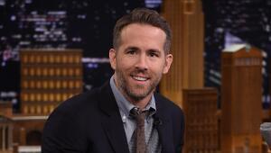 La hija de Ryan Reynolds le dice 'mamá' a él también.