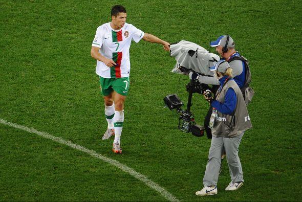 Apenas terminado el partido, un camarógrafo fue a filmarlo y Cristiano R...