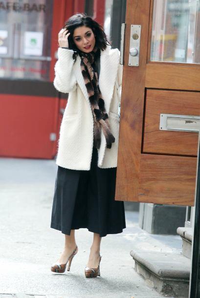 Vanessa Hudgens últimamente ha optado por las prendas overside qu...