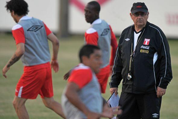 Perú apostó fuerte al disciplinado técnico uruguayo Sergio Markarian que...