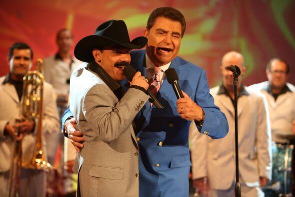 Con todo y bigote, llegó El Chapo de Sinaloa.