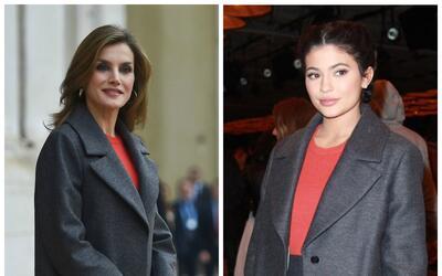 Las dos lucieron el mismo modelo de tres piezas con un largo abrigo tric...