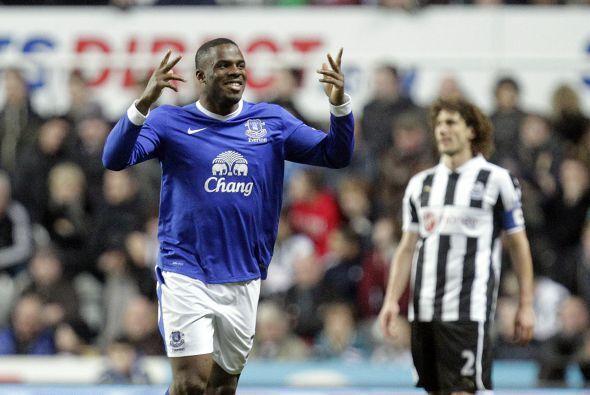 Y Victor Anichebe se encargó de dar la voltereta para que Everton ganara...