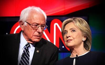 Bernie Sanders y Hillary Clinton durante el debate de CNN y Facebook en...