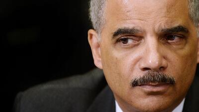 Eric Holder llama a la calma ante la decisión en Ferguson