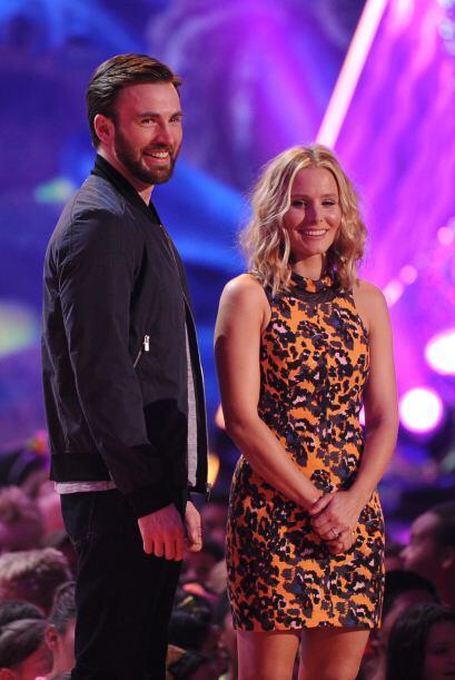 Chris Evans y Kristen Bell dijeron presente. Mira aquí los videos más ch...