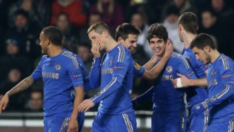 El brasileño Oscar marcó el único gol para los 'Blues' ya en la parte fi...