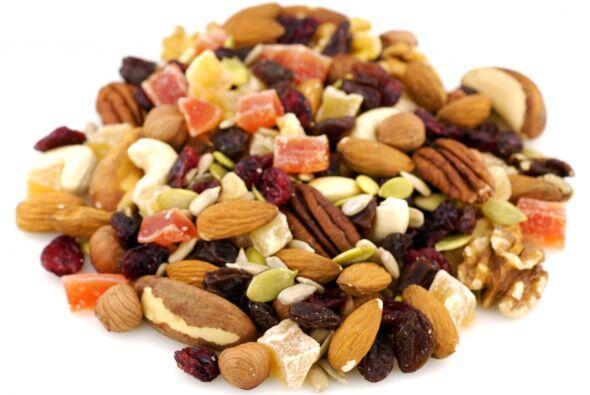 Trail Mix: Esta mezcla de frutos secos y nueces contiene una abundancia...