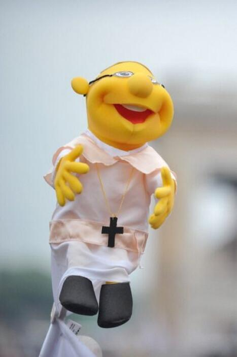 Pero el papa Francisco también fue recordado ¿Qué tal esta marioneta?