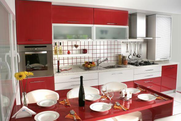 Cocinas modernas. El rojo es un inductor del apetito, por lo que no hay...