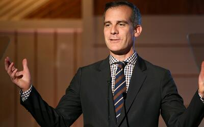 Alcalde de Los Ángeles asegura que el gobierno federal no puede cortar l...