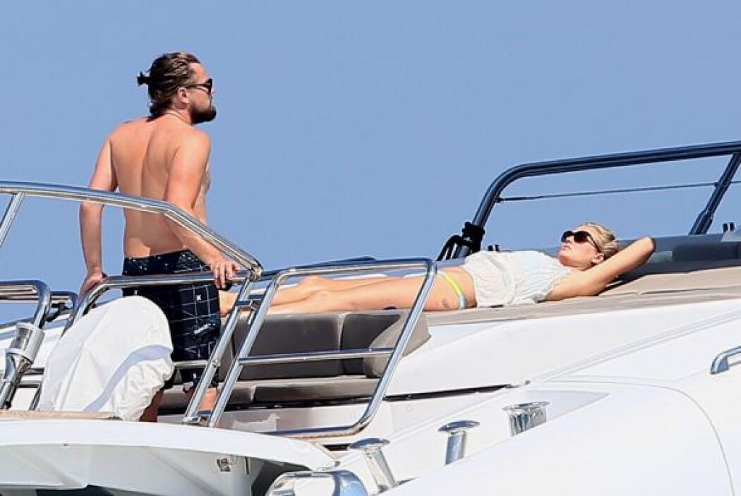 Por lo menos Leo no es de esos novios melosos que andan encima de la nov...